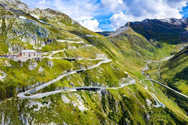 Route zig zag vers col furka dans alpes suisses 261932 2